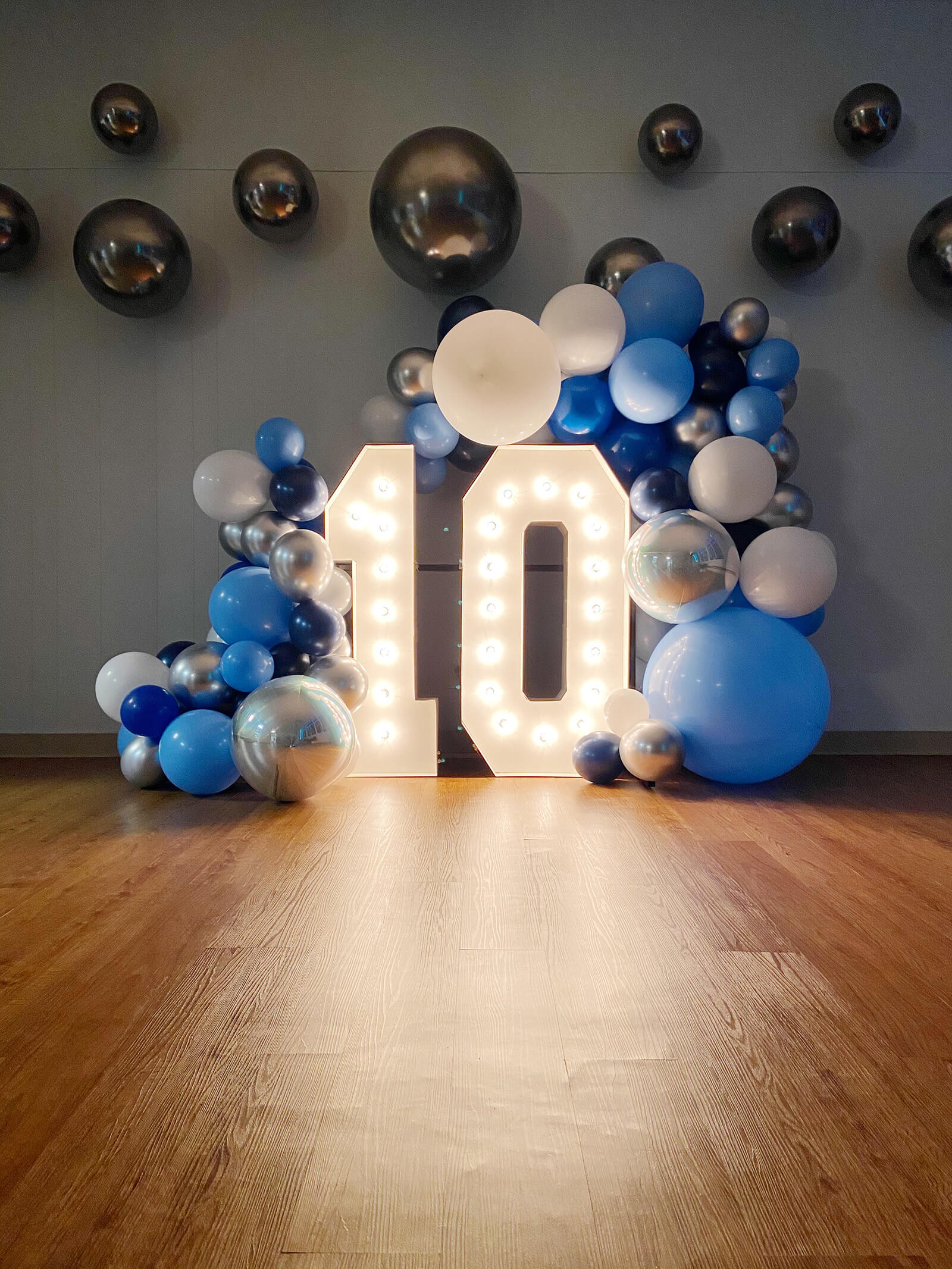 Alpha Lit lighted number 10th birthday display with balloon arch installation created by Just Peachy in Little Rock, Arkansas.