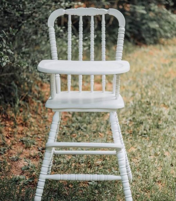 Vintage baby high chair rental available for baby birthdays from Just Peachy in Little Rock.